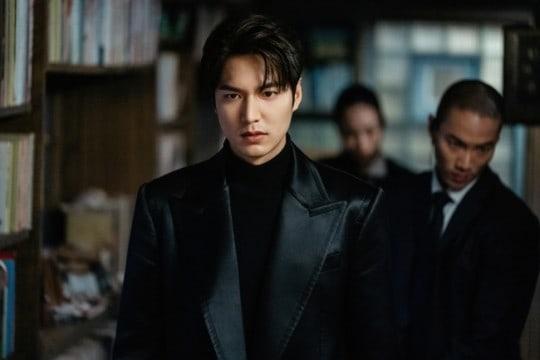 """อีมินโฮ(Lee Min Ho) ไร้ความปราณีในการกำจัดศัตรูสำหรับตอนล่าสุดของ """"The King: Eternal Monarch"""""""
