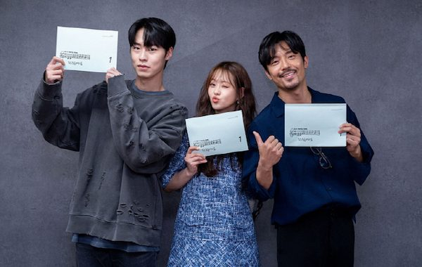 """Do Do Sol Sol La La Sol"" ของโกอารา(Go Ara) และอีแจอุค( Lee Jae Wook) เริ่มอ่านบทเป็นครั้งแรก"