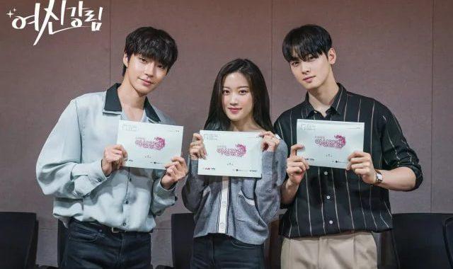 """มุนกายอง(Moon Ga Young), ชาอึนอู(Cha Eun Woo) และฮวางอินยอบ(Hwang In Yeop) นำทีมนักแสดงอ่านบทละครเรื่องใหม่ """"True Beauty"""" เป็นครั้งแรก"""