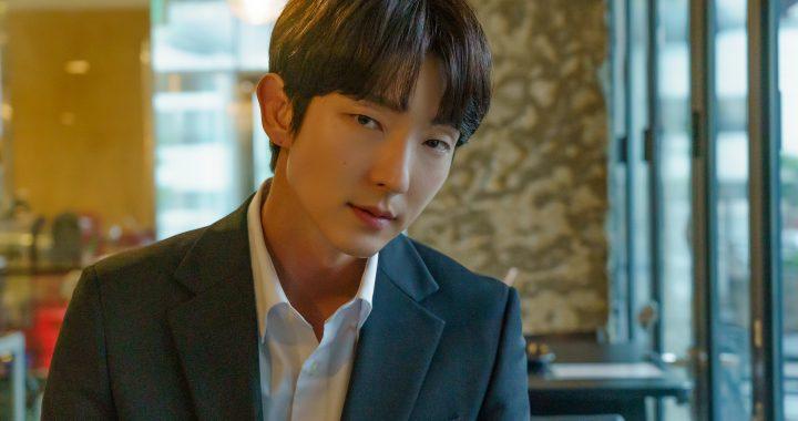 """อีจุนกิ(Lee Joon Gi) พูดถึงการกลับมาร่วมงานกับมุนแชวอน(Moon Chae Won) ใน """"Flower of Evil"""" ฉากที่น่าจดจำที่สุดสำหรับเขาและอื่น ๆ"""