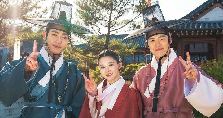 """อันฮโยซอบ(Ahn Hyo Seop), คิมยูจอง(Kim Yoo Jung) และกงมยอง(Gong Myung) เปล่งประกายในชุดฮันบกจากละครเรื่อง """"Lovers Of The Red Sky"""" พร้อมแบ่งปันคำอวยพรในวันชูซอก"""